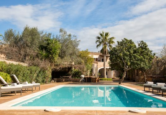Santa Maria del Camí – stunning town house with gardens and swimming pool, Matthew Cull Luxury Real Estate