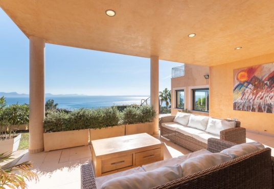 Spectacular sea view villa in Alcudia, Alcanada. Matthew Cull Luxury Real Estate