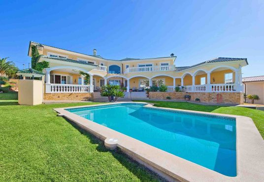 Luxurious villa in Mon Port, Andratx. Mathew Cull Luxury Real Estate